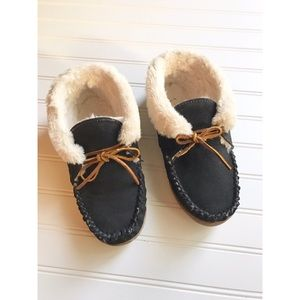 Minnetonka Alpine Sheepskin Moccasin slipper shoes